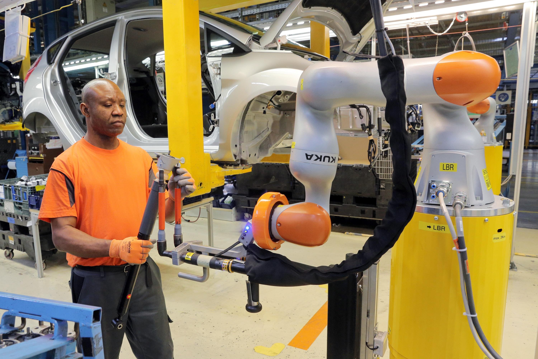 Veränderung der Arbeitswelt durch zunehmenden Einsatz von Robotern in der Industrie.jpg